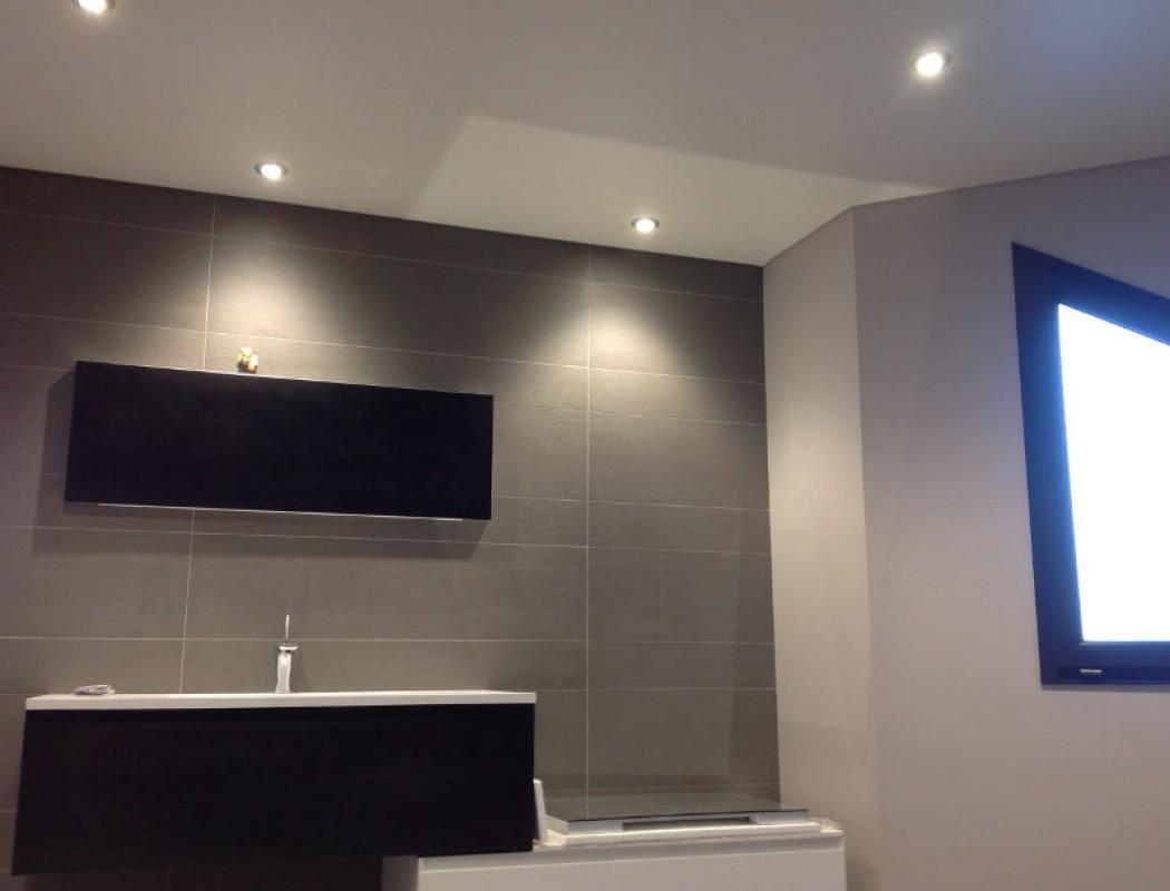 plafond tendu dans une salle de bain à marnaz | réalisations - Plafond Tendu Salle De Bain